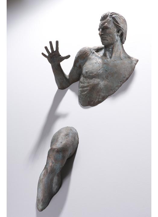 Matteo Pugliese, Attraverso, 2010, Bronze, 49 1/4 × 20 3/4 × 10 1/4 inches