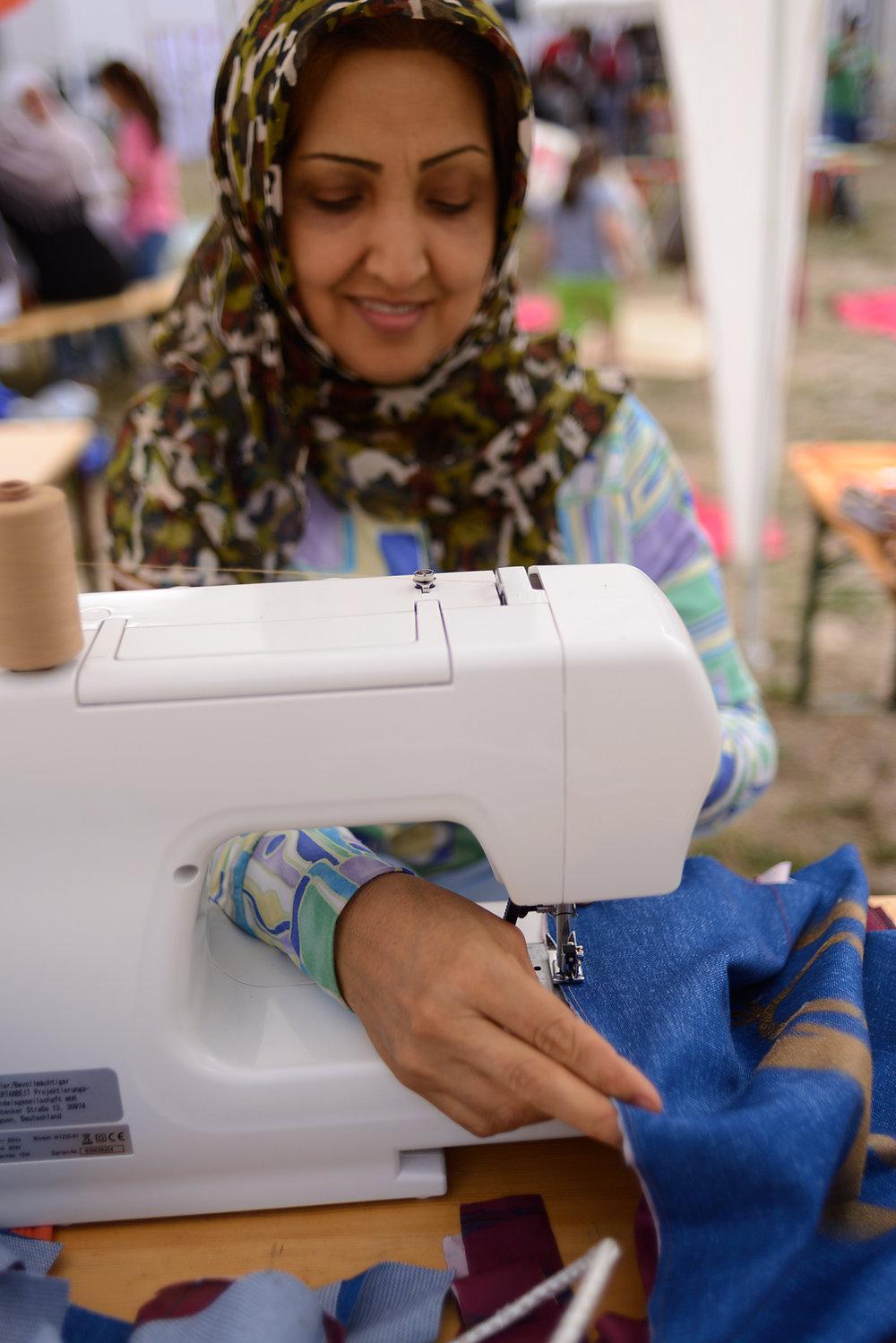 Mohnez - Schönheitsexpertin & AllrounderinGestaltung an Mensch, Textil und von Kulinarischem
