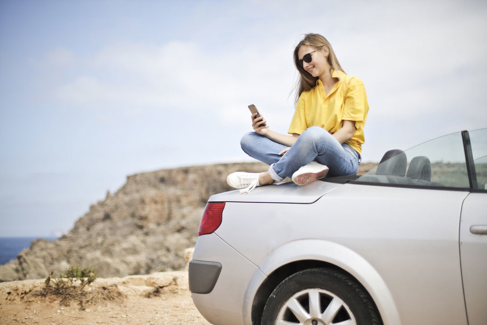 woman-sitting-on-car