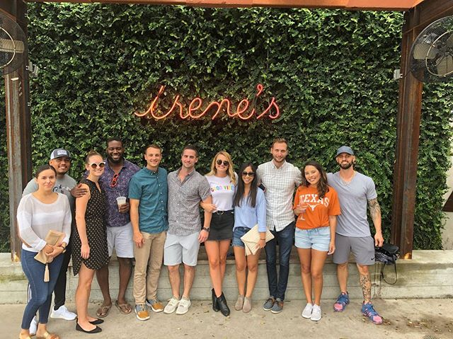 We had a great time brunching before game day with our team this past weekend! 🥂