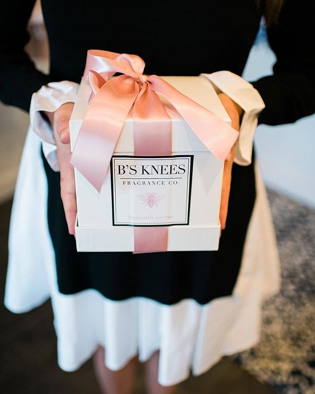 Show up with your hearts full of love and hands full of gifts. #lastminuteshopping 📸 : @denverdarlingboutique