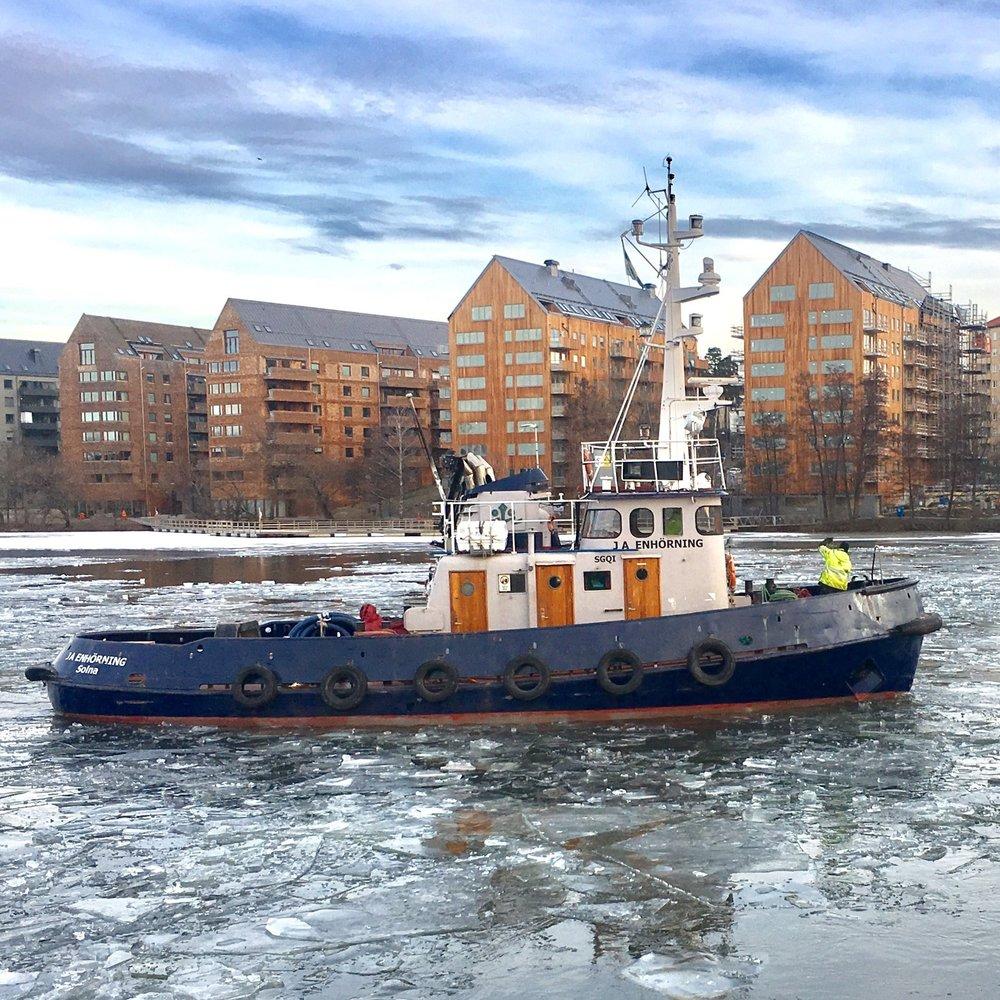 J.A. ENHÖRNING - Typ: Isbrytande BogserbåtSignalbokstäver: SGQILOA: 16,7 mBredd: 5,52 mBP: 8 TGT: 51,04 t