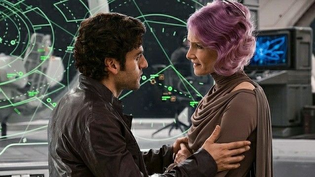 Poe (Oscar Isaac) and Vice Admiral Holdo (Laura Dern)