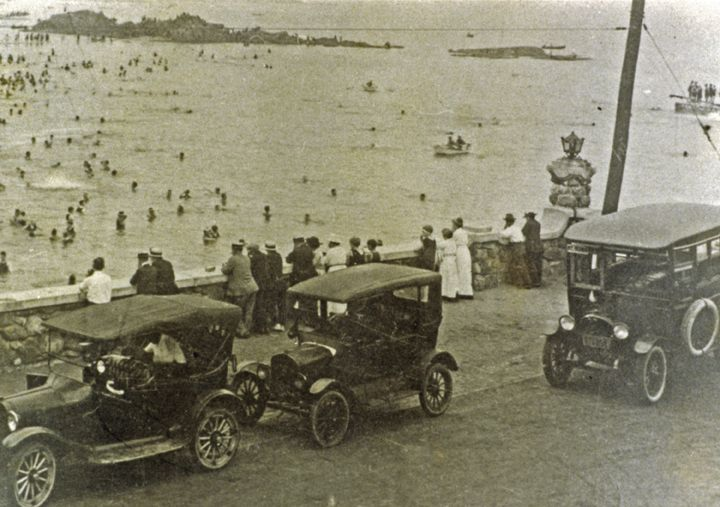 view of Oakland Beach at high tide c. 1900's