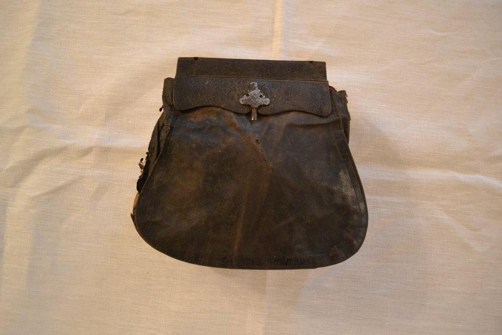 colonial travel purse.JPG
