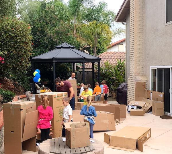 birthday_party_cardboard_forts_easy_DIY_party.JPG