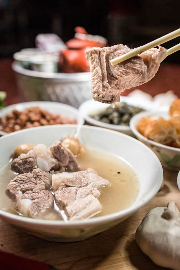 BAK KUT TEH  (pork bone tea)