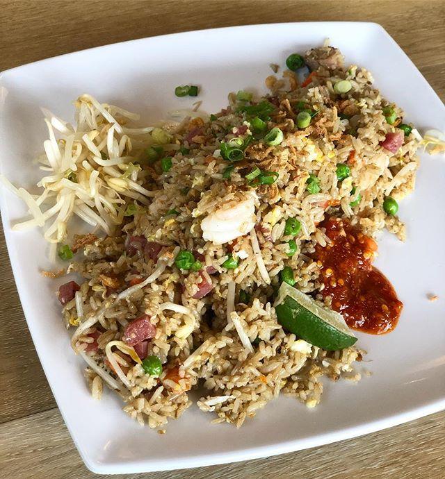 Friday Rice Friday's 😋 Full of bbq pork and shrimp! #CraveSING #houstonheights #friedrice
