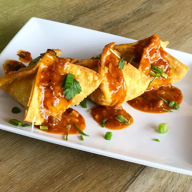 Crunchy, spicy and delicious! Our crab rangoons aren't like any other you've had before 😋 #cravesing