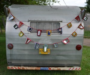 Beer Can Bunting DIY tutorial #shasta #vintagetrailer www.beer-crafts.com