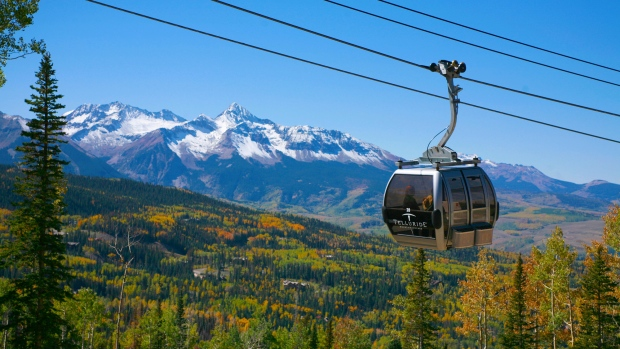 A gondola stretching across Edmonton's river valley is among 10 proposals competing in the Edmonton Project, a competition which aims to build a new city landmark. (Telluride Ski Resort)