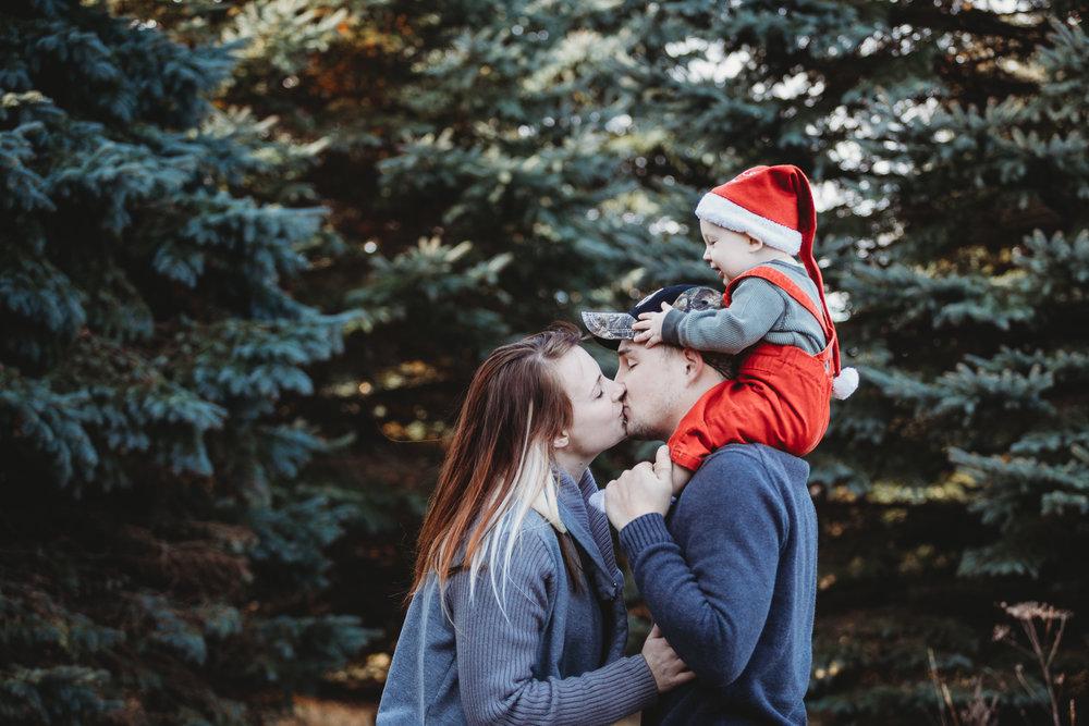made beloved photography rowan christmas cedar falls iowa family photographer-6.jpg