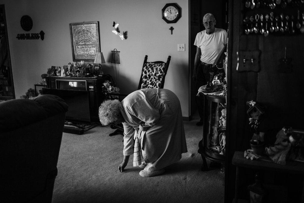 Lifestyle Documentary Great Grandparents Made Beloved Photography Cedar Falls Iowa-2.jpg