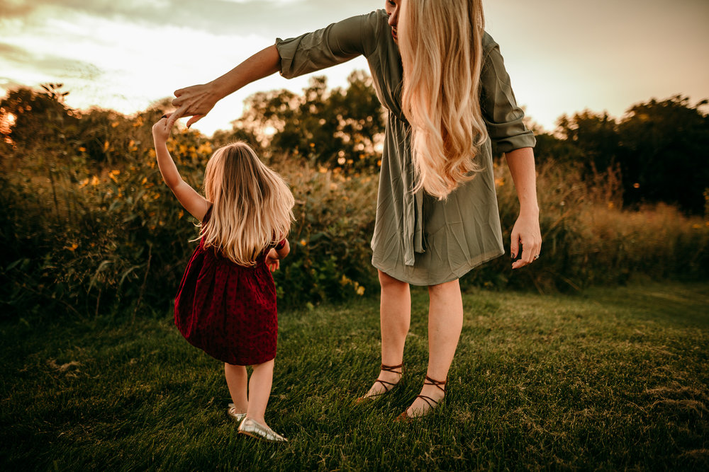 FAMILY PHOTOS - MADE BELOVED PHOTOGRAPHY CEDAR FALLS IOWA-5.jpg