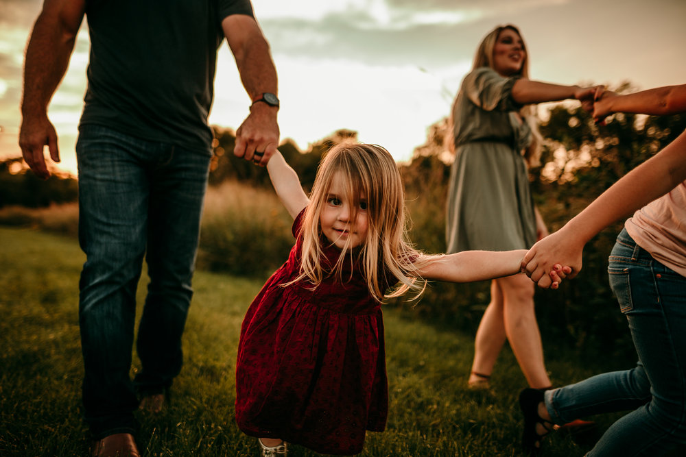 FAMILY PHOTOS - MADE BELOVED PHOTOGRAPHY CEDAR FALLS IOWA-8.jpg