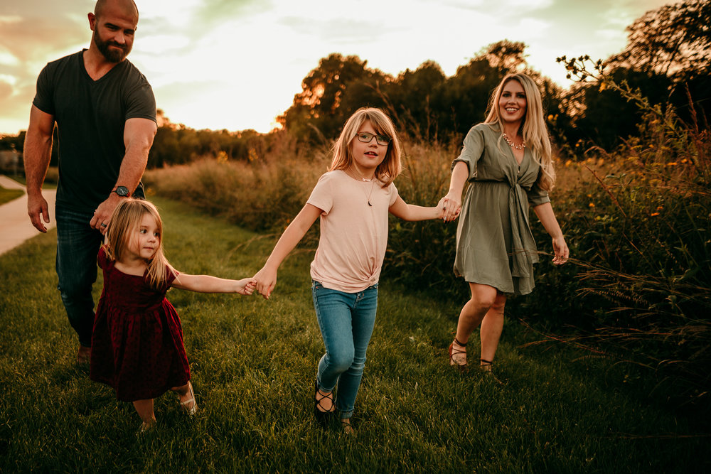 FAMILY PHOTOS - MADE BELOVED PHOTOGRAPHY CEDAR FALLS IOWA-7.jpg