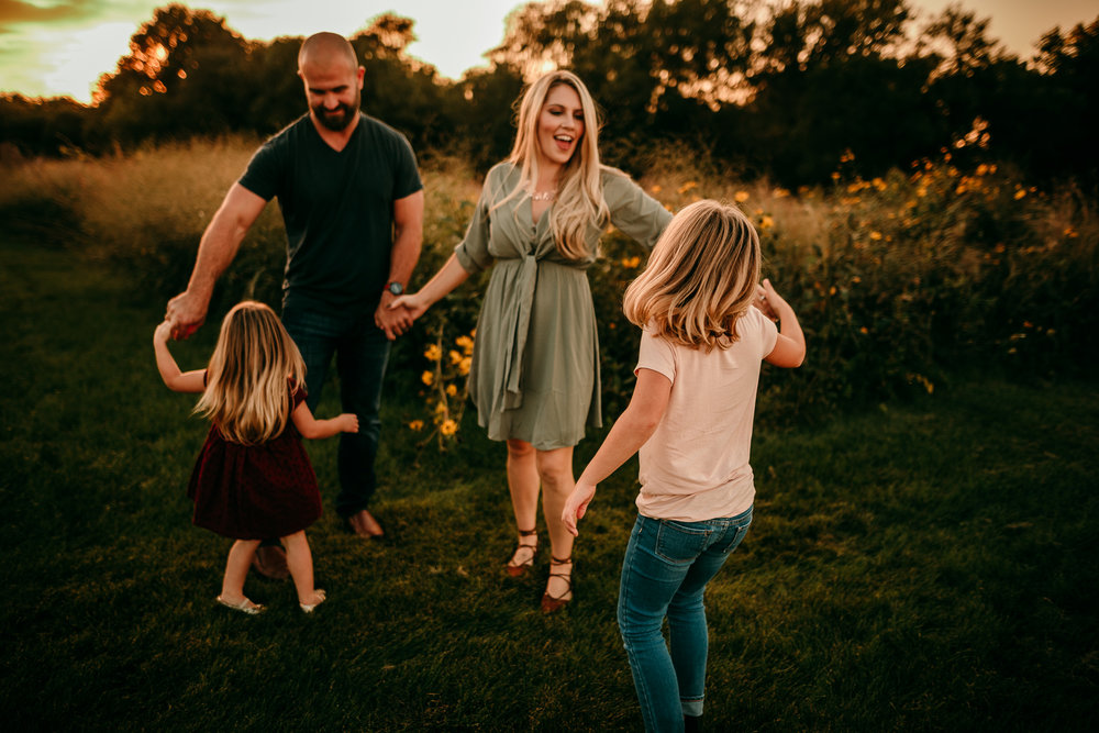 FAMILY PHOTOS - MADE BELOVED PHOTOGRAPHY CEDAR FALLS IOWA-10.jpg