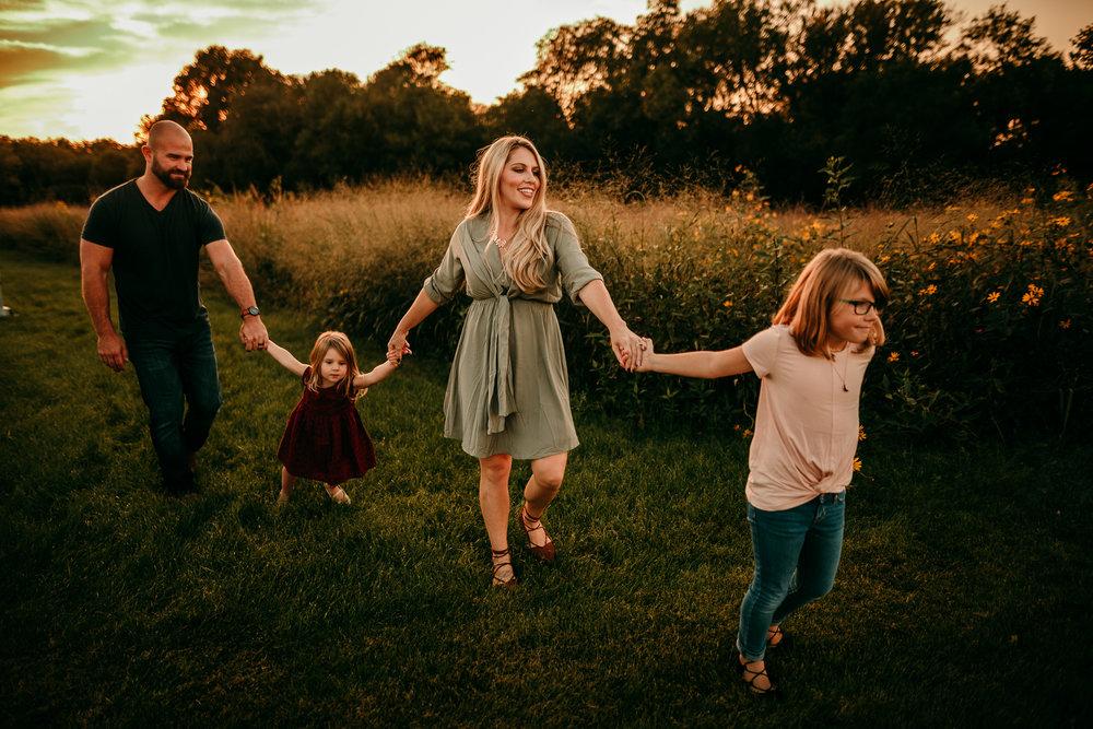 FAMILY PHOTOS - MADE BELOVED PHOTOGRAPHY CEDAR FALLS IOWA-9.jpg