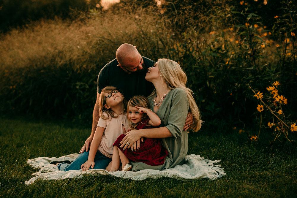 FAMILY PHOTOS - MADE BELOVED PHOTOGRAPHY CEDAR FALLS IOWA-11.jpg