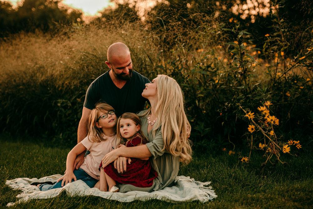 FAMILY PHOTOS - MADE BELOVED PHOTOGRAPHY CEDAR FALLS IOWA-12.jpg