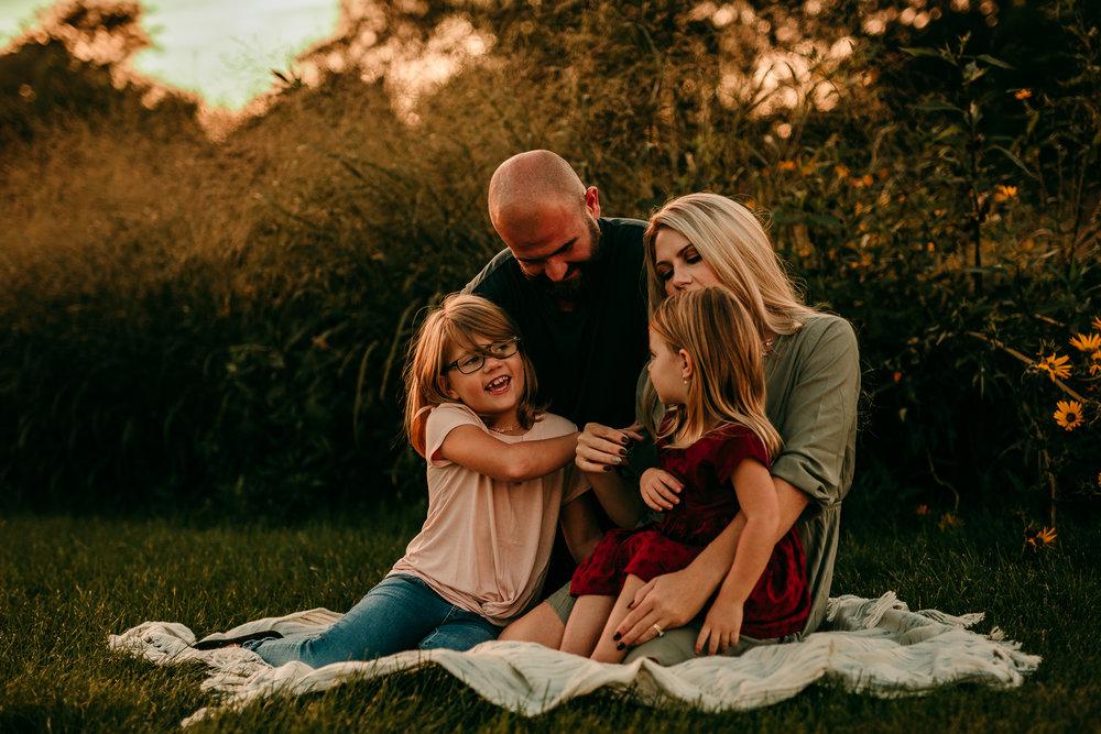 FAMILY PHOTOS - MADE BELOVED PHOTOGRAPHY CEDAR FALLS IOWA-15.jpg