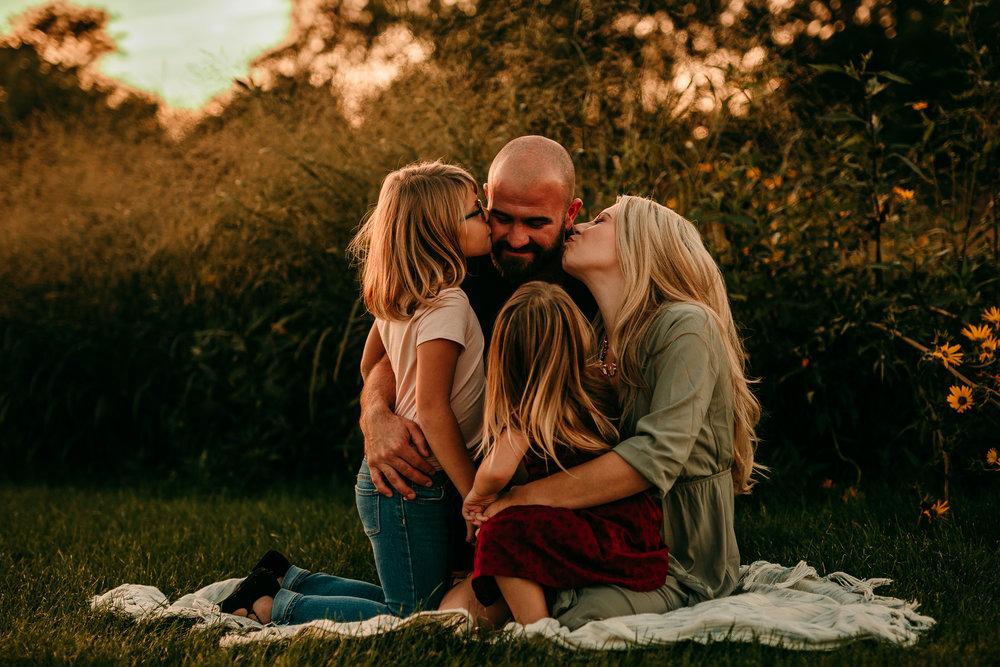 FAMILY PHOTOS - MADE BELOVED PHOTOGRAPHY CEDAR FALLS IOWA-16.jpg
