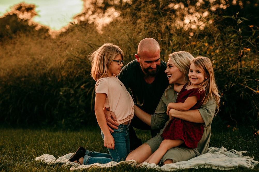 FAMILY PHOTOS - MADE BELOVED PHOTOGRAPHY CEDAR FALLS IOWA-17.jpg