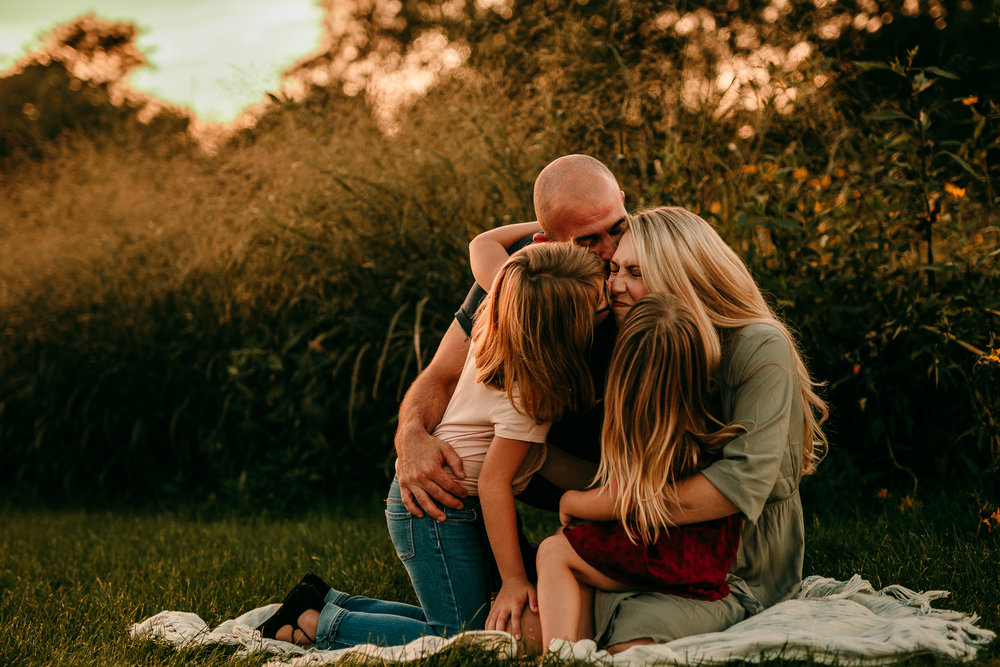 FAMILY PHOTOS - MADE BELOVED PHOTOGRAPHY CEDAR FALLS IOWA-18.jpg
