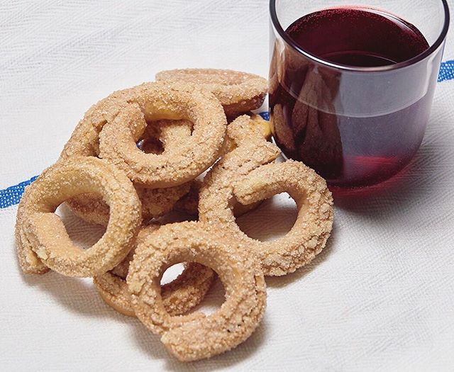 Craving a treat during happy hour? Not to worry, our Ciambelle in traditional Rosso pairs beautifully with red wine. 🍷 . #happyhour #perfectpair #redwine #ciambelle #italy #eeeeeats #cookies #dolcidilivia #ciambelle #food #instagood #instafood #yum #italy #italian #wine #vino #sweet #lambrusco #italian #ciaobella #ciao #chow #nyc #newyork #dessert