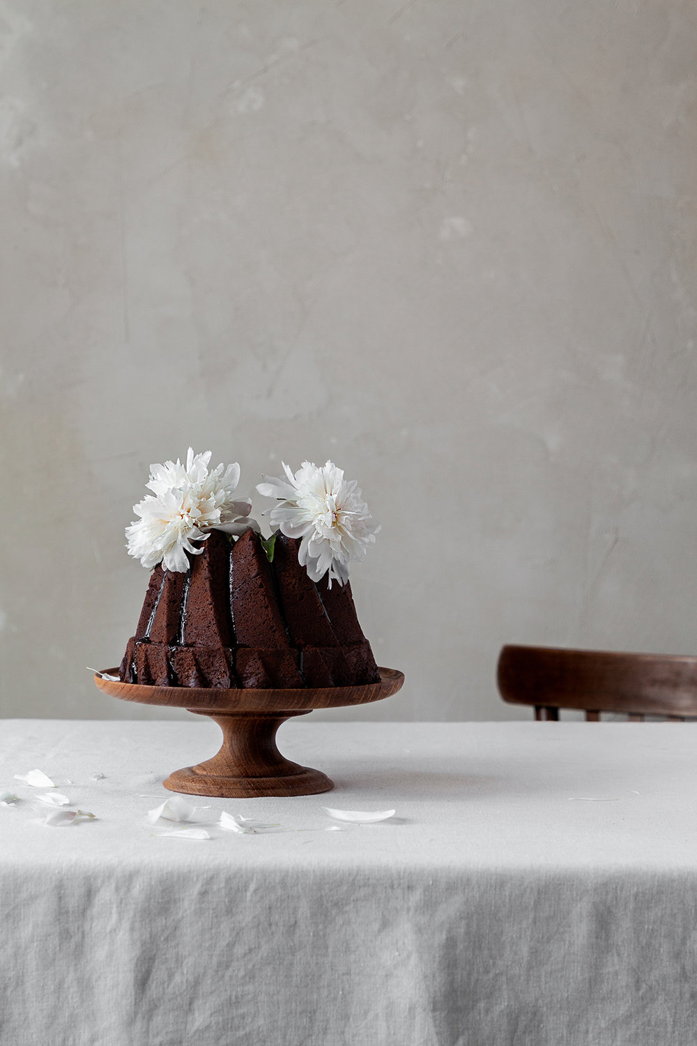 chocolate cake with white blossoms