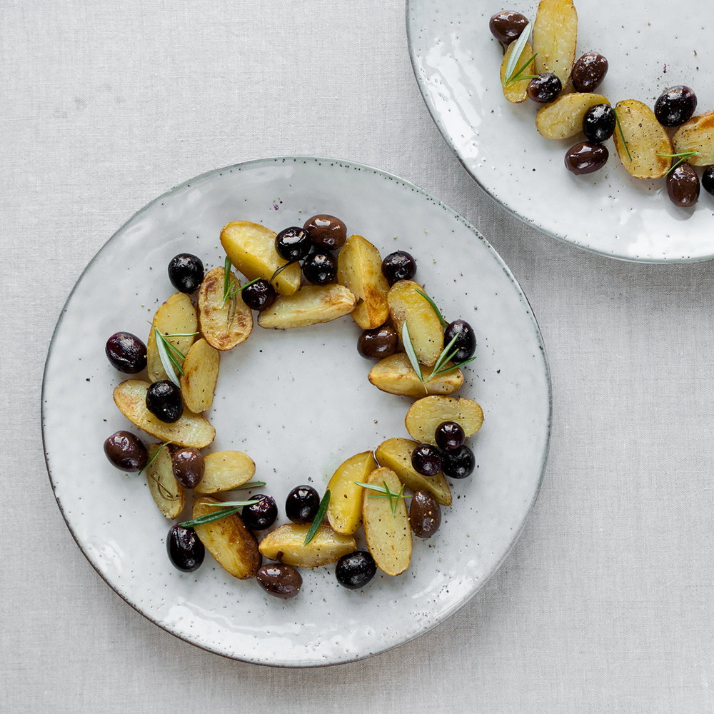 oven roasted potatoes with black olives, blueberries and fresh rosemary