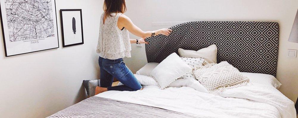 le concept de tête-de-lit interchangeable AIDAN permet de changer de tête-de-lit aussi facilement qu'on change ses drapas. Changer la décoration de votre chambre en quelques minutes.