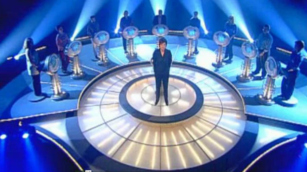 "O Elo Mais Fraco - [The Weakest Link]The premiere of the portuguese adaptation, made by Iniziomedia for RTP, of the british game show ""The Weakest Link"" marked the portuguese TV in the 00's decade. It was in 2002 that Júlia Pinheiro made famous the phrase that no contestant wanted to hear: ""You're the weakest link. Goodbye!"""