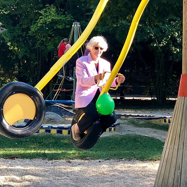 Coole Oma voll in Action #generations #funtime #playground