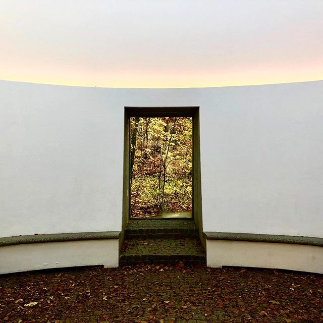In den Herbst des Lebens schauen. By James Turrell. Salzburg. #autumn #jamesturrell  #nature
