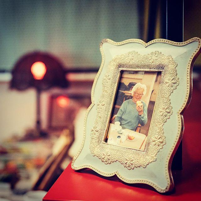 Erinnerung an die liebe Grossmutter 🍰🥛❤️ #oma #memory #frame