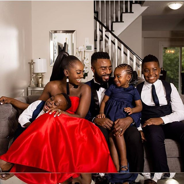 So much fun shooting for my clients family Christmas photos! Merry Christmas everyone!🌲😊 Stylist @mr_adomako MUA @eminentallure  Hair @hairbyestylez
