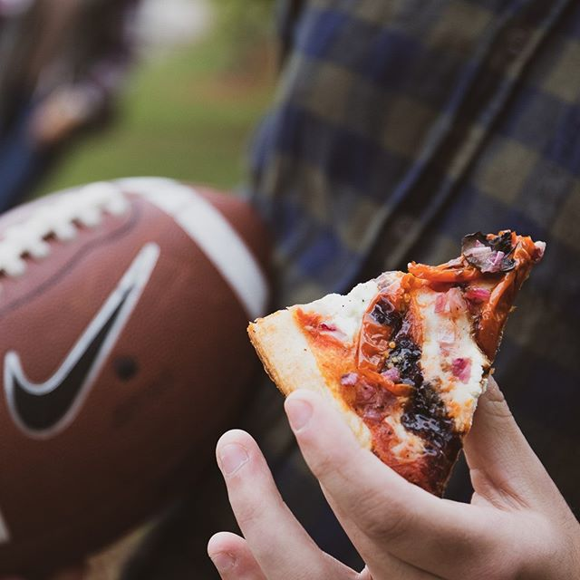 Pizza and football go hand in hand 🍕🏈. . .#Getfiredup #eatgr #happyfall #nfl #football