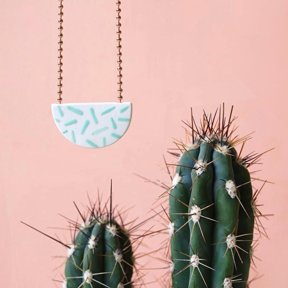 Porcelain necklace  - Official picture