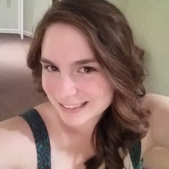 Ashley Holdren, YA + New Adult Fantasy Book Blogger