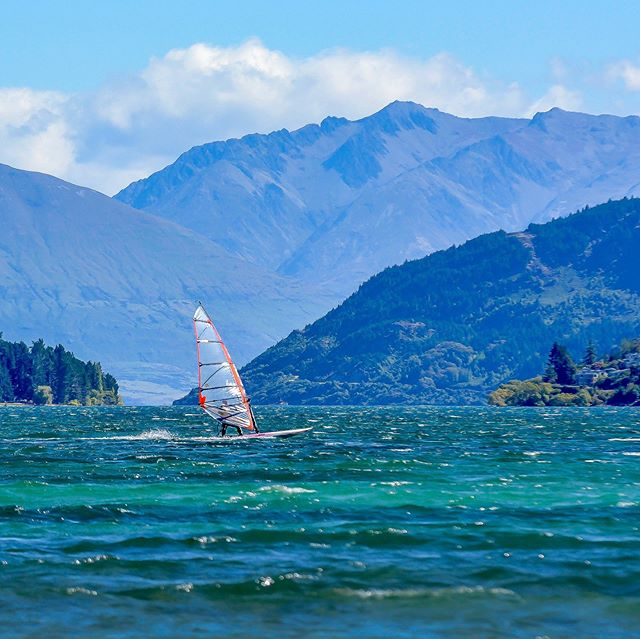 24 Days of KITEMAS! Picturesque Kitesurf destinations for gift inspiration, because the best gift for your loved ones is a kite trip! -  Queenstown, NZ . BEST MONTH TO RIP: January . 💨 25 days  12 knots 💨 17 days  17 knots 🌡 High Air: 22 🌧 Days/month: 11 〰️ Wetsuit: 3/2 ✅ 1-2m 🌊 ✅ 2m+ 🌊 5/5 Flat Water Rating 5/5 Nightlife Rating . Wave, flat water, and accommodation info on our app, launching Monday! Sign up at www.ripatrip.com/kite . #letsrip #ripatrip #bestdestinations . #letskitesurf #windsurfingnz #queenstown #queenstownlife #kiteboarding #kiteboardingphotos #kiteboardinglessons #kitesurfing #kitesurfingworld #kitesurfersparadise #kitelife #newzealandguide #travelguides #getoutsidemore #kitesurflifestyle #windsurfing
