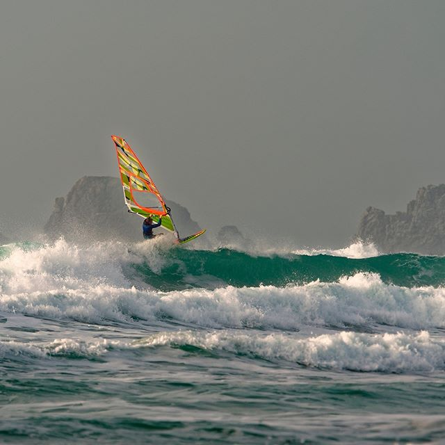 24 Days of KITEMAS! Picturesque Kitesurf trips to ask🎅 for! -  Crozon. Bretagne, France . BEST MONTH TO RIP: August (windier in the winter but a little brisk!) . 💨 20 days  12 knots 💨 14 days  17 knots 🌡 High Air: 21 🌧 Days/month: 13 〰️ Wetsuit: 3/2 ✅ 1-2m 🌊 ✅ 2m+ 🌊 . Wave, flat water, and kite-in kite-out accommodation info on our app, launching Monday! Sign up at www.ripatrip.com/kite . #letsrip #ripatrip #bestdestinations . #letskitesurf #bretagne #bretagnetourisme #finistere #finisteretourisme #windsurfing #windsurfjournal #windsurfen #windsurflife #windsurfday #kiteboarding #kiteboardingzone #kitesurfersparadise #kitesurfen #offthegrid #kitesurfadventure #kitelifestyle #kitefoiling #travelguides #getoutsidemore