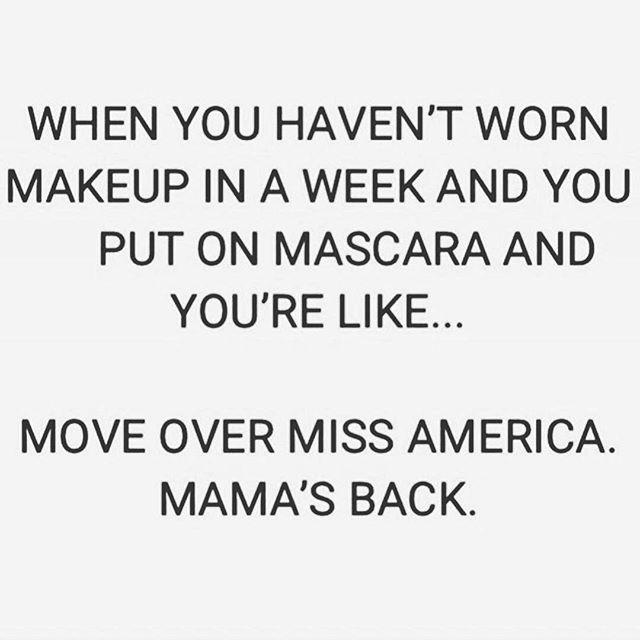 Saturday night and we're feelin' right. 💅🏼 #weekend #saturdaynight #makeup #beauty #mascara #goals