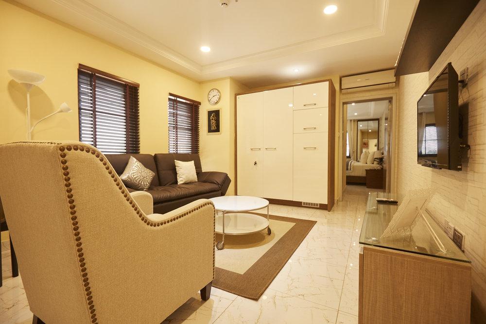 1 Bed Deluxe Living Room 2.jpg