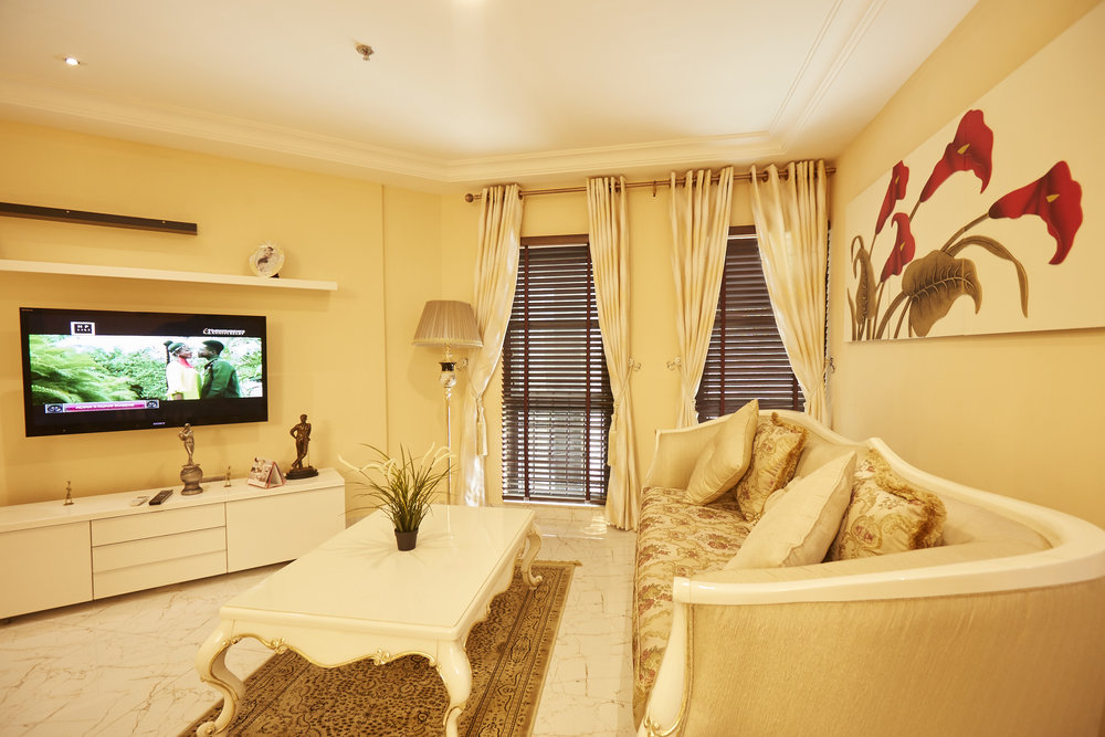 2 Bed Royale Living Room 1.jpg