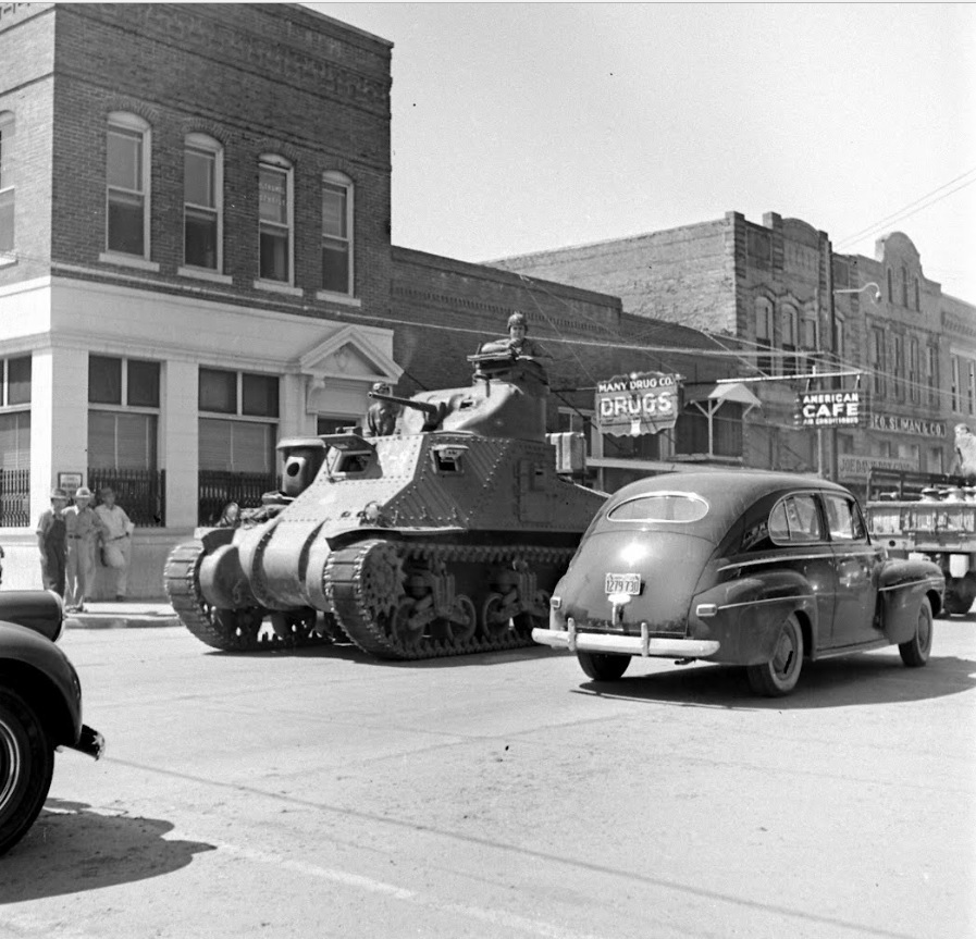 1st Armored Division M3 Lees roll through downtown. Louisiana, Aug-Sep 1941.