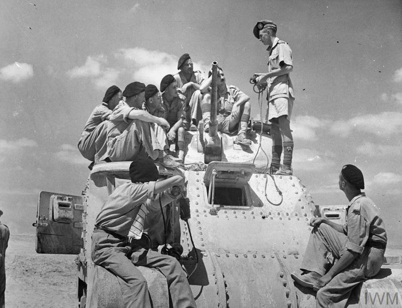 Trainee crews receiving instruction on the Grant tank. IWM photo E 4210E