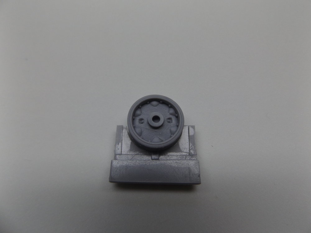 Description    Simple replacement parts for any TAKOM M3 Lee or Grant kit. Can be made to work with any 1/35 Lee, Grant or Sherman model.    Kit Features:   §  Intermediate pattern design   §  Includes rivet details on inside rim   §  Enhanced grease fitting detail    Reference(s):  War-time photographs    Mastered by:  Joe Bakanovic0    Scale:  1/35th