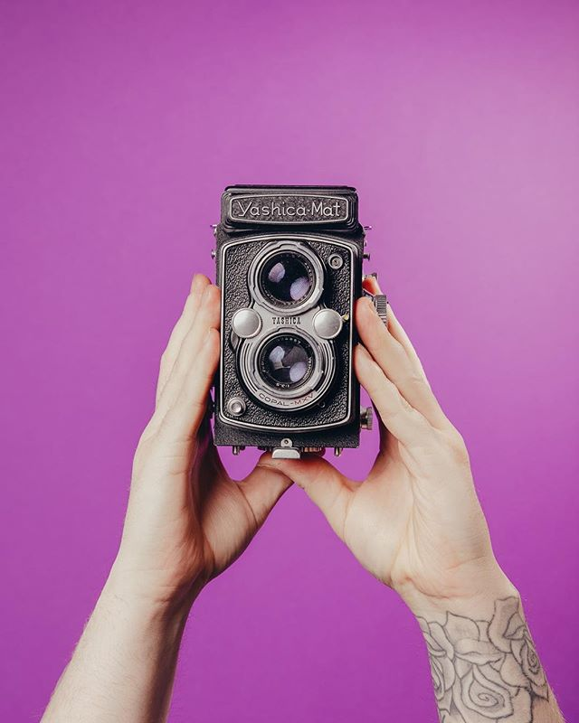 We love shooting analog just as much as digital! This beautiful medium format Yashica-Mat has been lent from our friend @daisypetley Can't wait to see the results! ⠀ #studio #studiospace #leeds #leedscreatives #minimalism #creativespace #productioncrew #rentalstudio #studiohire #leedsphotographystudio