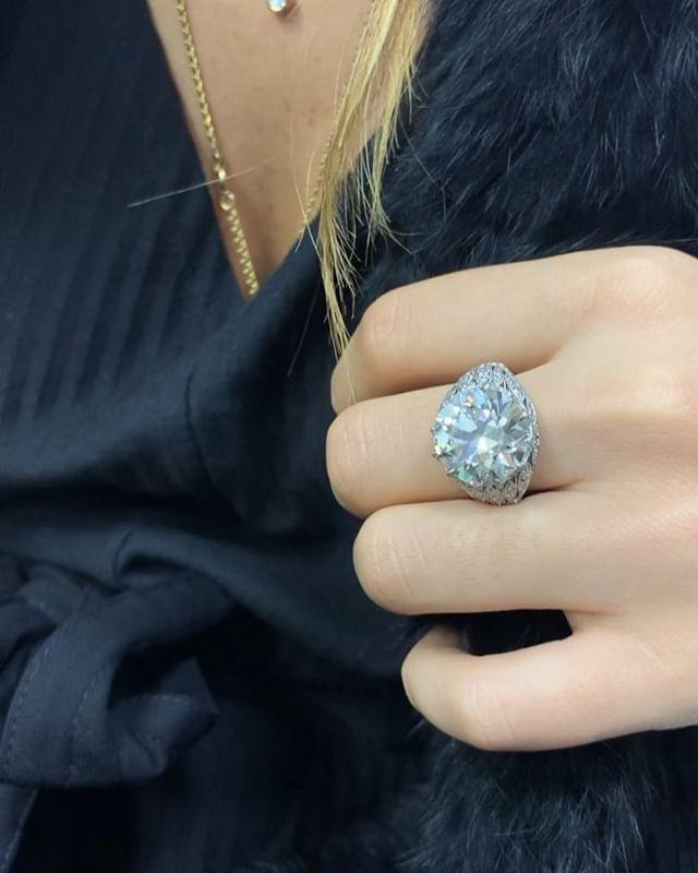 On Fridays we wear 11 carats. #friyay  #daniellezinojewelry #nyc . . . . . . . . . #love #art #design #fashion #smile #follow #jewelry #girl #beautiful #happy #gold #diamond #amazing #style #rosegold #smile #luxury #classy #ring #engagementring #proposal #shine